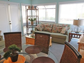 Great Condo on 1st Floor, Only a Block from the Beach 15157