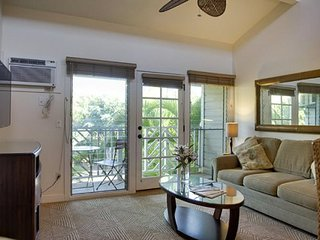 Aina Nalu Premier Platinum Condo K207  10% off and the 4th Night Free! 7/3-7/31