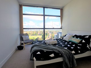 View Photos CITY SKYLINE VIEW! 1 min Walk to Train Station, Chatswood