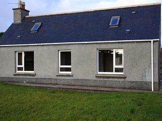 Cottage/ 2 Bedrooms / Sleeps 5, Stornoway