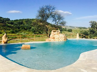 Holiday Cottage with spectacular swimming pool to the nature