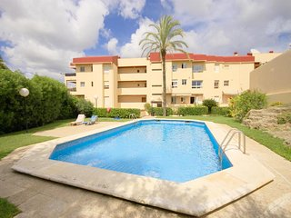 2 bedroom Apartment with Pool and Walk to Beach & Shops - 5047484
