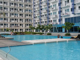 BMars JAZZ RESIDENCE Makati luxuriously furnished/swimming pool/balcony/gym