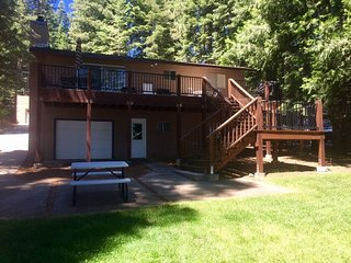 Wright - Country Club LAKEFRONT with Back Lawn, Dock & Buoy, Lake Almanor Peninsula