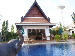 Pool Villa for sell on nice beach road, house 2-3 bed VIP Chain Resort