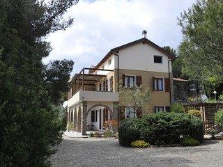 Holiday in Cipressa - Appartamento Oliva