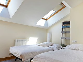 Preciosa habitacion en casa con jardin, D