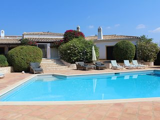 Fantastic villa with heated pool, tennis courts, Mexilhoeira Grande