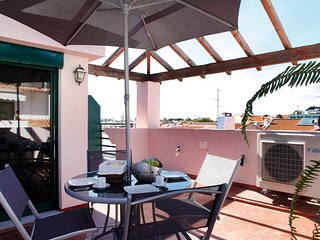 Wondrous terrace apartment in Cascais center