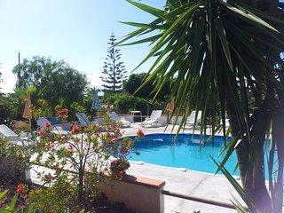 VILLA FLORA: Country Villa con piscina privata vicino la spiaggia
