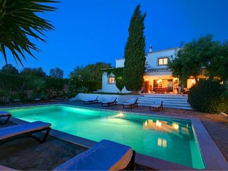 Villa Milo, luxury villa with private pool near Albufeira and Guia