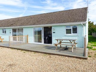 SALTERNS 2, pet-friendly property, on-site bar and cafe, parking, next to nature reserve, in Seaview