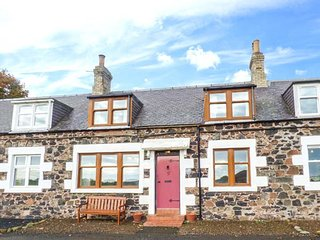 5 FALSIDEHILL FARM COTTAGES, stunning views, off road parking, WiFi, Kelso, Ref