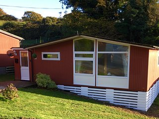 3 Bedroom Chalet, sleeps 6, Pet Friendly, Happy Valley near Tywyn/Aberdovey
