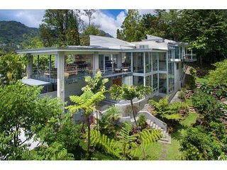 Most Contemporary Estate 10 Minutes From Waikiki-Luxury Living