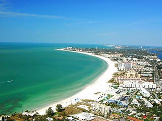 Direct Beachfront Siesta Key Condo with Amazing Views of the Gulf!
