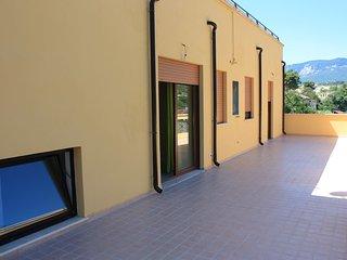 si tratta di una struttura di un appartamento molto ampio con 5 camere, Torre de' Passeri