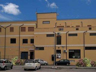 struttura  con 5 camere,12 posti letto e un locale a servizio degli ospiti