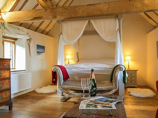 Stylish cosy cottage on Shropshire / Worcestershire border, dog friendly