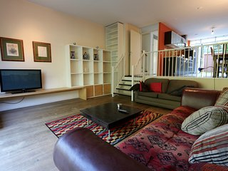Big family home with PARKING near city centre Amsterdam!, Duivendrecht