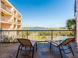 2BR, 2BA Galveston Condo in Maravilla Resort – On Seawall, Walk to Dining, Tiki Island