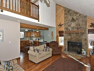 Bird Dog Haven is a quaint retreat that is close to Timberline Resort slopes!