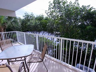 You Will Love Sittin' on the Dock of the Tampa Bay in this Lovely Townhome!, Ruskin