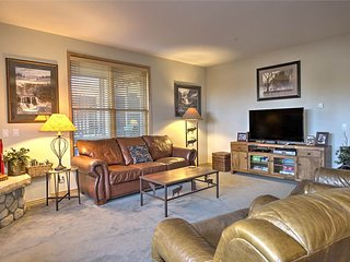 Conveniently located condo *Garage parking *Private patios * Outdoor hot tubs!