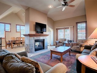 Beautiful spacious condo located in the heart of Breck!
