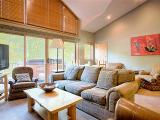 Prime location in Breck - beautiful townhome, heated garage, hot tub!