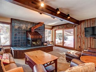 Spacious condo w/ wood burning fireplace, ski-in + walk to town!