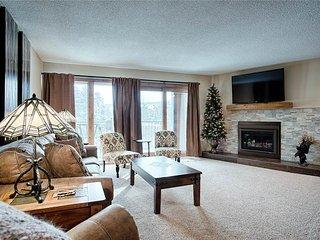 Spacious 2bd condo with beautiful furnishings, ski-in/walk to gondola!