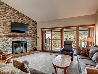2bd+loft condo, ski-in, + quick walk to gondola and downtown Breckenridge!