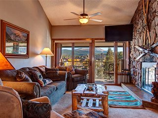 Ski-in condo with on-site hot tubs, quick walk to downtown! Sleeps 10!