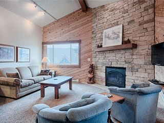 Spacious updated 2bd ski-in condo featuring vaulted ceilings, sleeps 10!