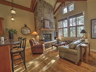 Gorgeous house with private hot tub! Walk to lifts, professionally decorated!