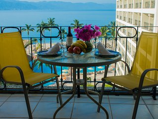 Large balcony, watch the dolphins play, have a sunset dinner , enjoy the sounds of the ocean waves