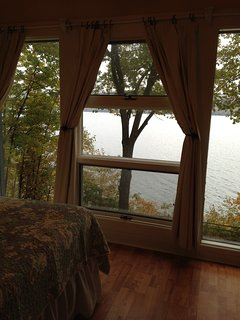 Upstairs queen bedroom lakeview