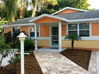 Pet friendly paradise with heated pool close to Sarasota-Osprey-Nokomis-Venice
