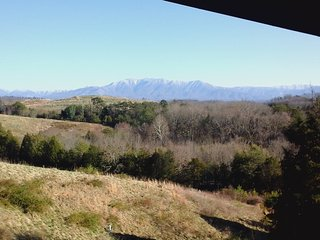 Charming Home Away From Home, with Great mountain views, Great Location, Sevierville