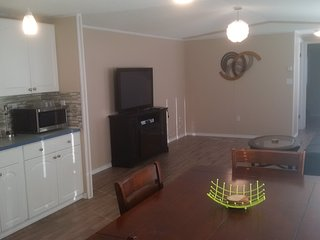 1 Bedroom Home by Columbia Lake & Lussier Hot Spring, Canal Flats