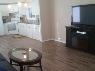 Private 2 Bedroom Home by Columbia Lake & Lussier Hot Spring, Canal Flats