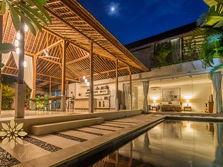 Villa Marie Clare, 3 Bed Chic Villa in Seminyak Batu Belig perfect for famlilies, Kuta