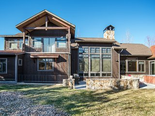BEAUTIFULLY APPOINTED LUXURY HOME NEAR GOLFING AND SKIING!