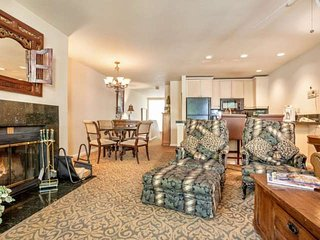 3rd Level Condo, 2 King Bedrooms, Large Balcony, Year Round Indoor Pool and Hot, Vail