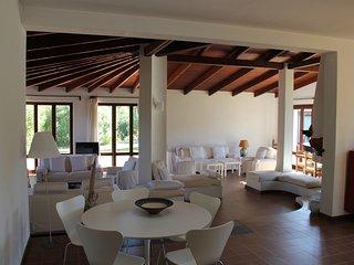 Grosse Villa, 80 Meter vom schönsten Strand Italiens, Chia