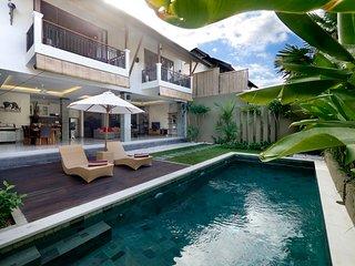 2 Bedroom luxury. Large private pool, breakfast included K3., Seminyak