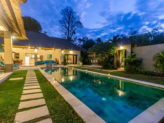 Gorgeous Connected Villas for a total of 6BR - 500 meters from Seminyak Beach!