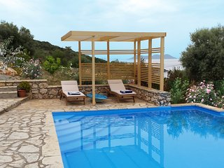 2 villas with 2 pools for 12 persons, Sivota
