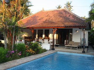 Beachfront villa, with private pool & close to surf: Cool Bali Villas